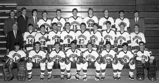 Kwong, front row, center, was captain of Harvard's 1984-85 hockey team (Photo/Harvard University).