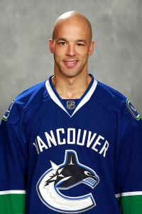 Manny Malhotra takes his face-off skills to Montreal.
